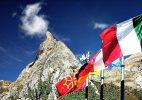 Sventolano le bandiere del Rifugio! Foto E. Collo